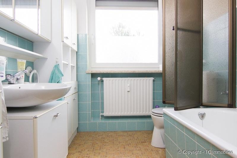 wannenbad tq immobilien. Black Bedroom Furniture Sets. Home Design Ideas