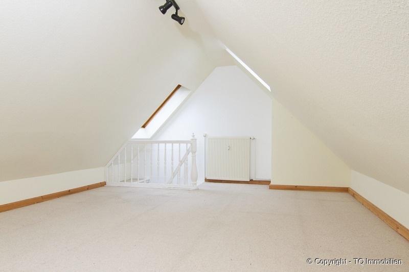 gro er spitzboden tq immobilien. Black Bedroom Furniture Sets. Home Design Ideas
