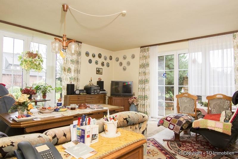 wohnzimmer im eg tq immobilien. Black Bedroom Furniture Sets. Home Design Ideas