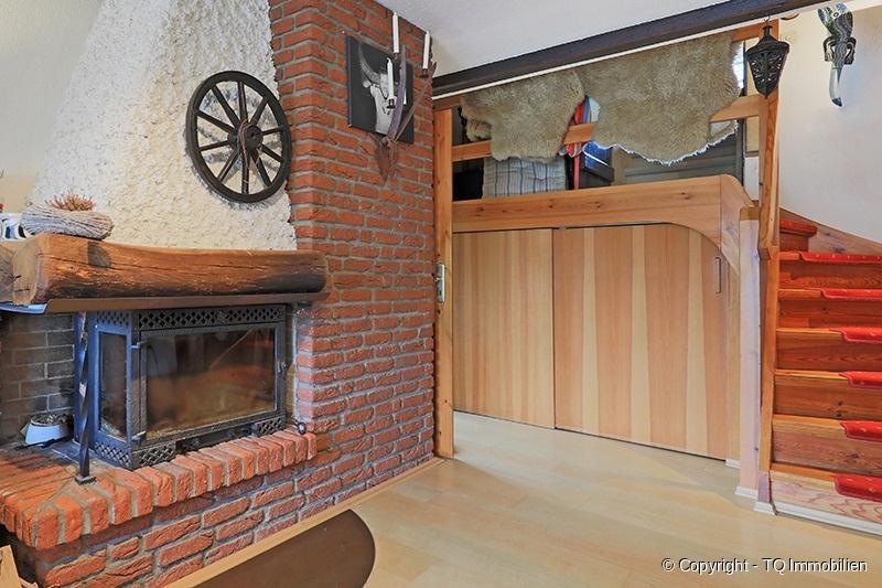 kamin im wohnzimmer tq immobilien. Black Bedroom Furniture Sets. Home Design Ideas