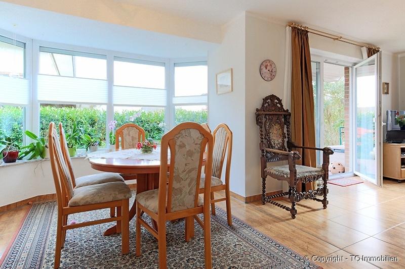 essbereich im wohnzimmer tq immobilien. Black Bedroom Furniture Sets. Home Design Ideas